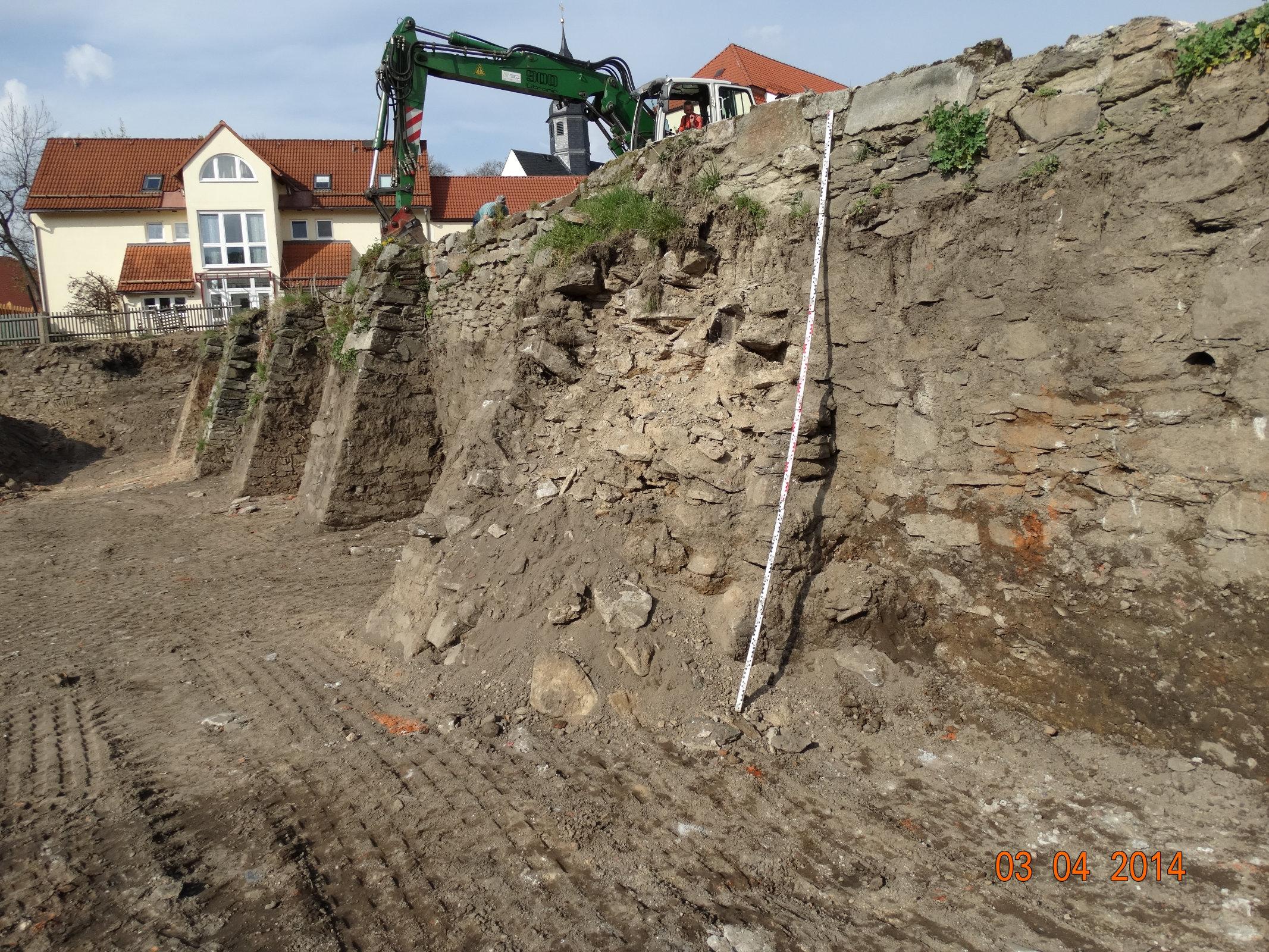 Freilegung der Stützmauer